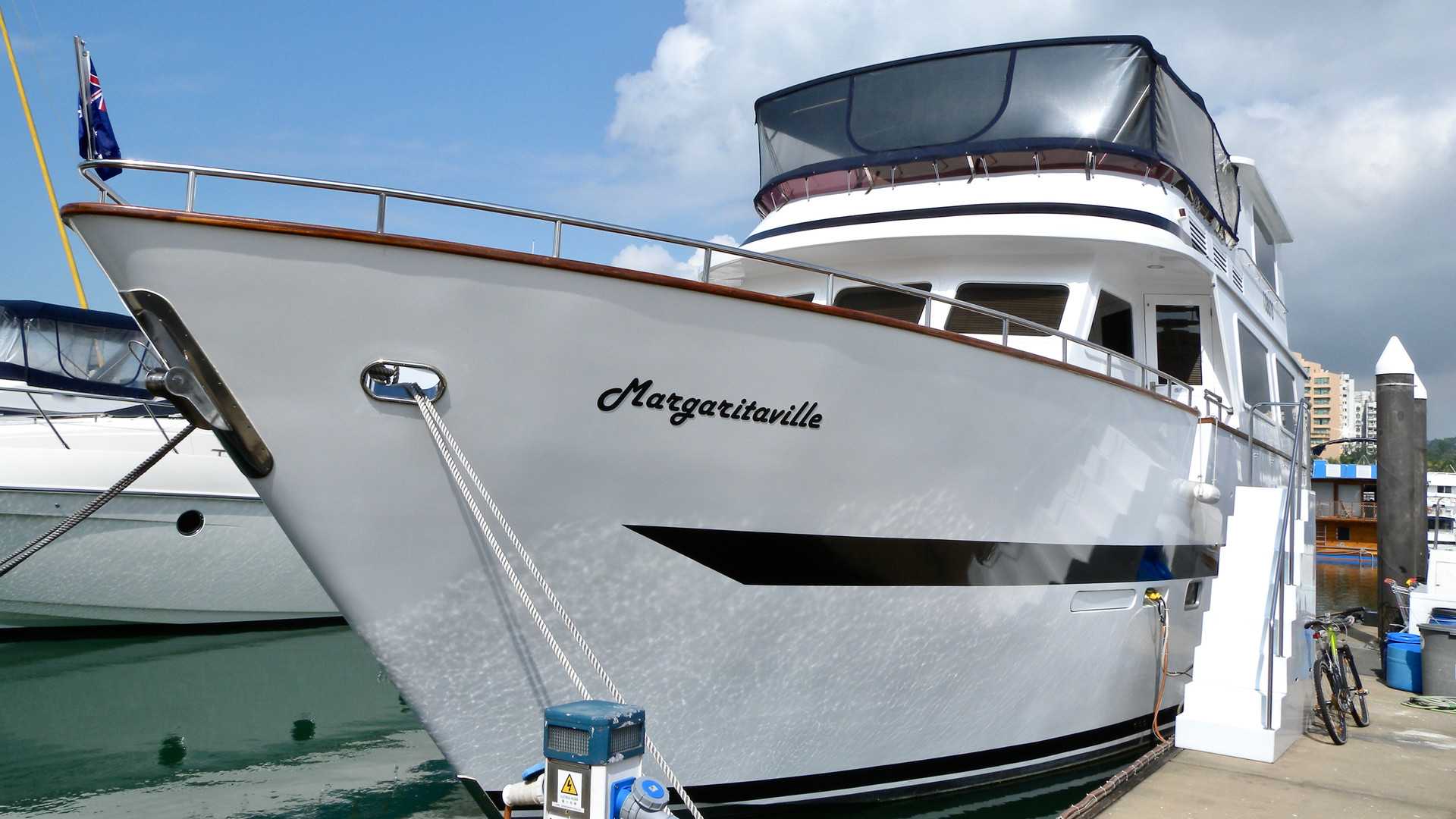 Houseboat Sales Photo