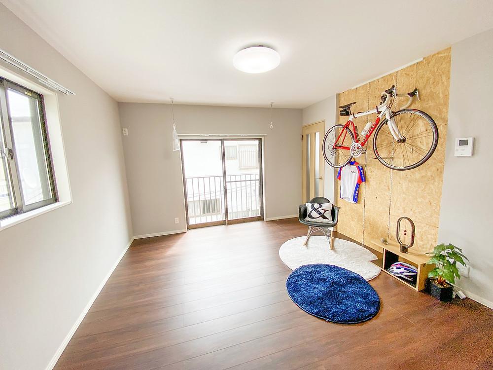 大切なロードバイクやランドナーを室内に保管できます(※画像は202号室)