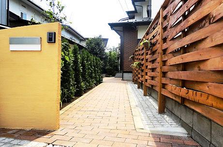 北本市住宅、玄関アプローチ