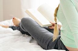 ベッドで女性読書