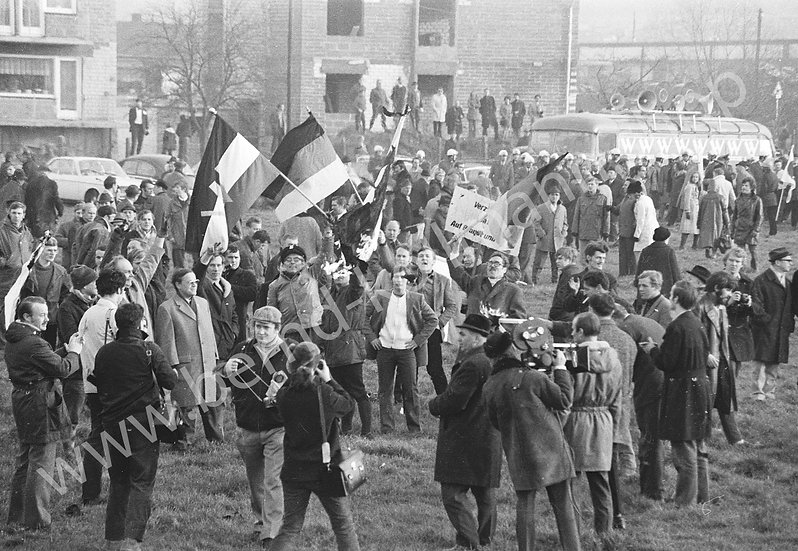 Demo 5 - Flaggenverbrennung