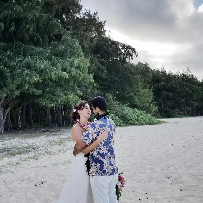 """Saying """"I do"""" in Hawaiian Wedding"""