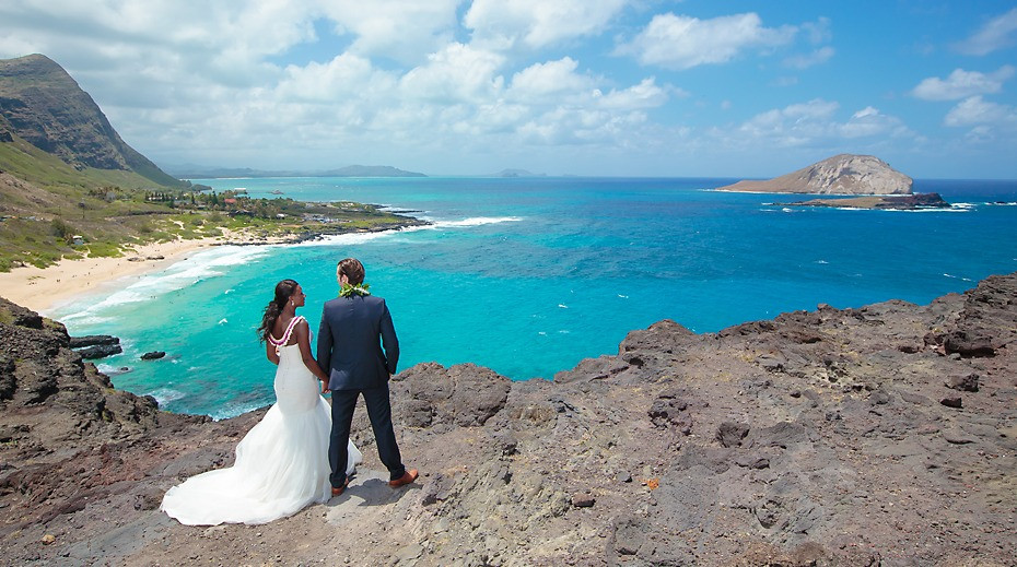 Wedding on cliffs of Hawaii