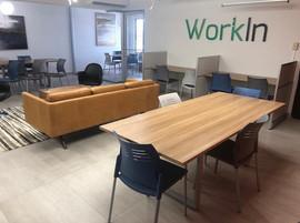 Mesa de conferencia y estaciones modulares