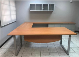 Executive Shaped Desk with Hutch