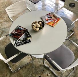White Round table (Trumpet)