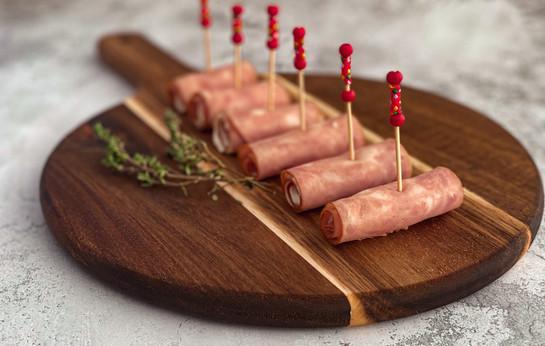 Рулетики из ветчины со сливочным сыром и огурцом