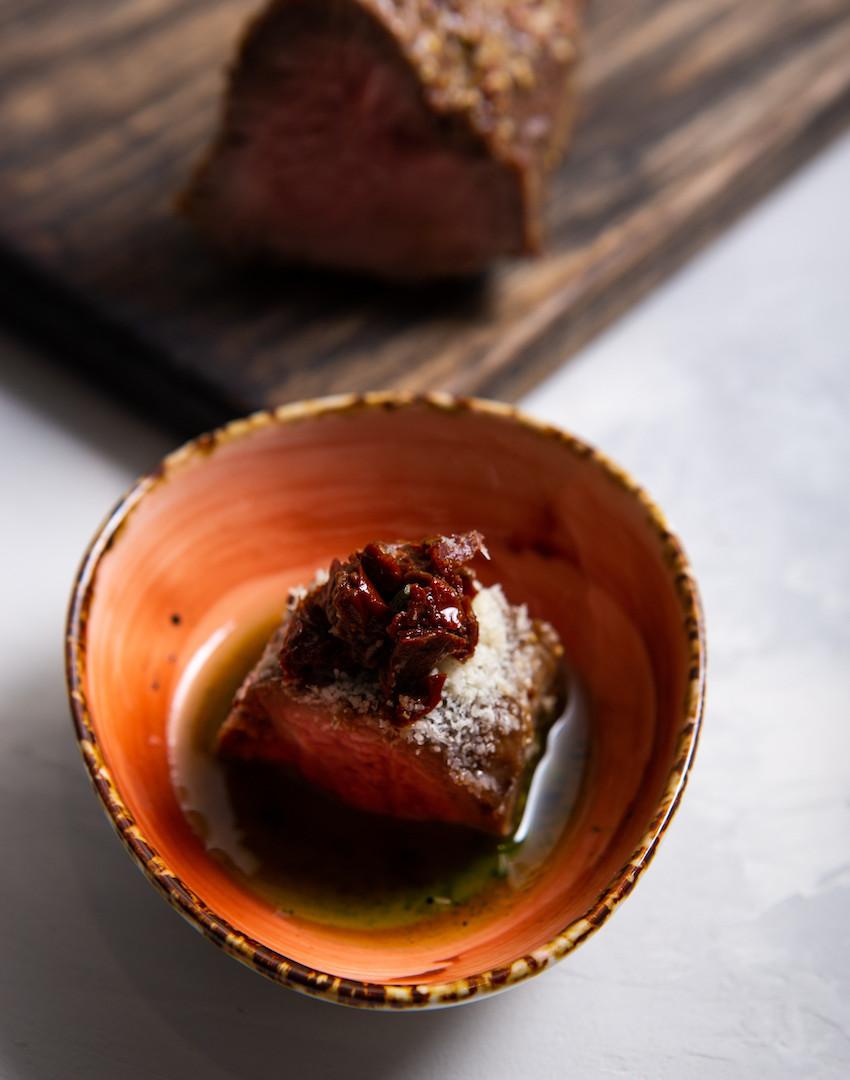 Ростбиф, горчица зерновая, пармезан, томаты черри вяленые