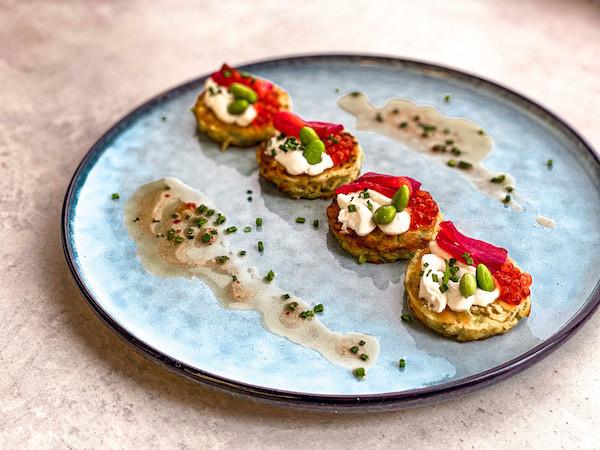 Оладушки из кабачков с лососем, томатами
