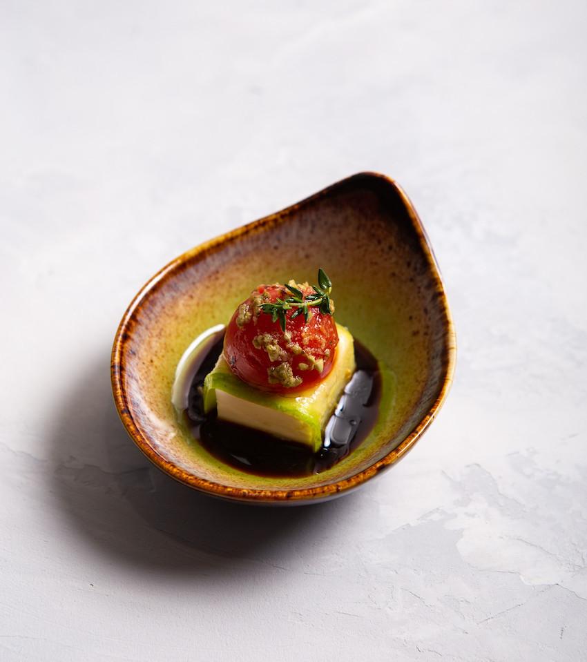 Цуккини с пармезаном, томатами печеными и соусом Песто
