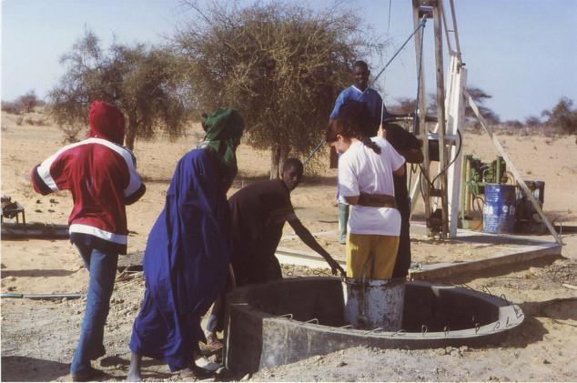Diawambé: creusement du puits au printemps 2000
