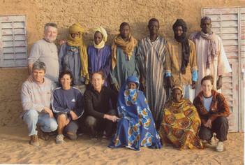 Diawambé: la délégation d'ADM avec les enseignants et le Comité de développement du village, 2007