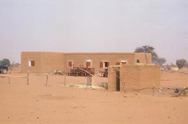 Diawambé: construction de l'école en banco, 2004