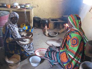 Diawambé: la cuisine de la cantine de l'école, 2007
