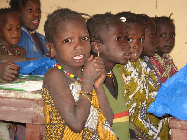Diawambé: des fillettes à l'école, 2007