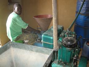 le moulin à grains pour soulager le travail des femmes, janvier 2012