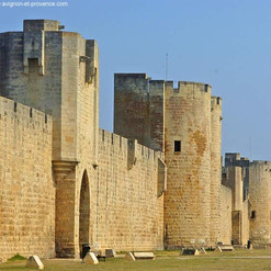 02-tours-remparts-aigues-mortes.jpg