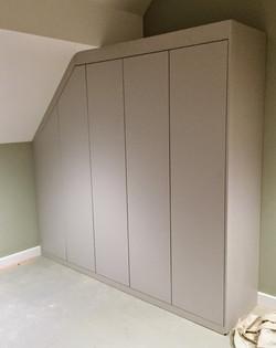 Wardrobe-push open doors sans handle