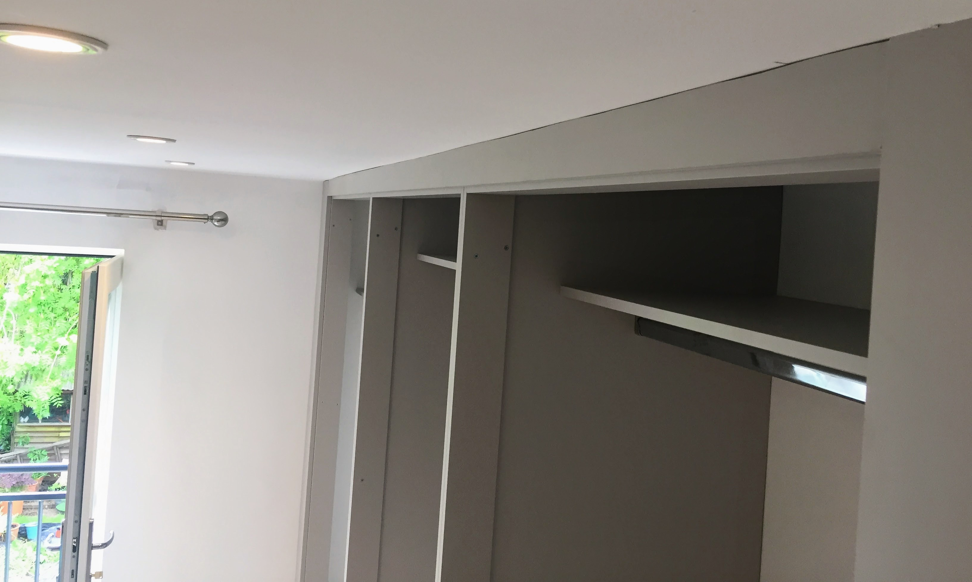 Wardrobe (shelf, rail, scribe)