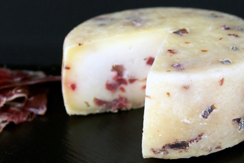 SEMICURED GOAT´S CHEESE WITH IBÉRICO HAM