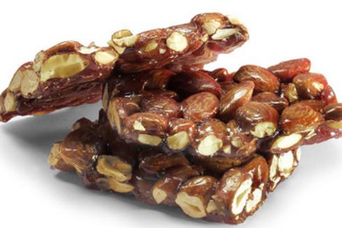 TURRON GUIRLACHE: almonds and honey