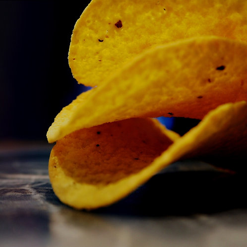 CRISPS WITH LEMON AND PEPPER FLAVOUR