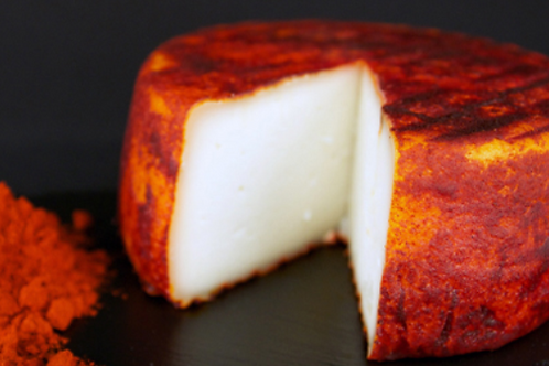 SEMICURED GOAT´S CHEESE WITH PAPRIKA FROM LA VERA