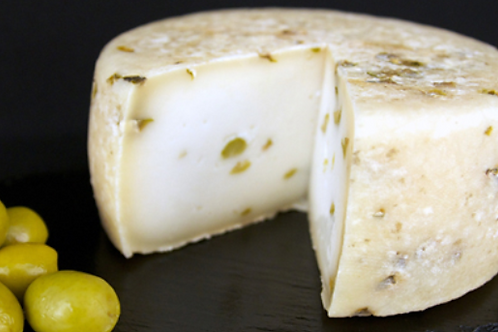 SEMICURED GOAT´S CHEESE WITH OLIVES