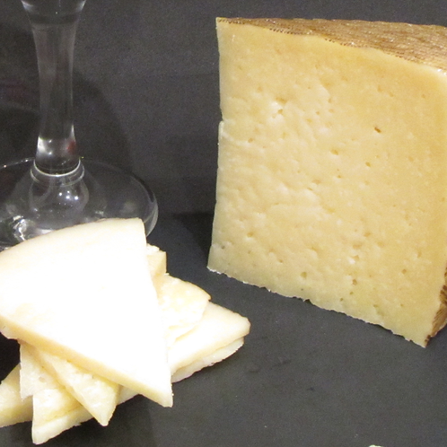 SEMICURED MANCHEGO CHEESE