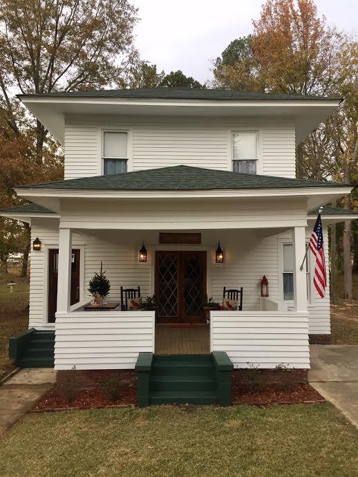 Davis-owned Lee House on McLarty St. Photo by Jerri Anne Davis.