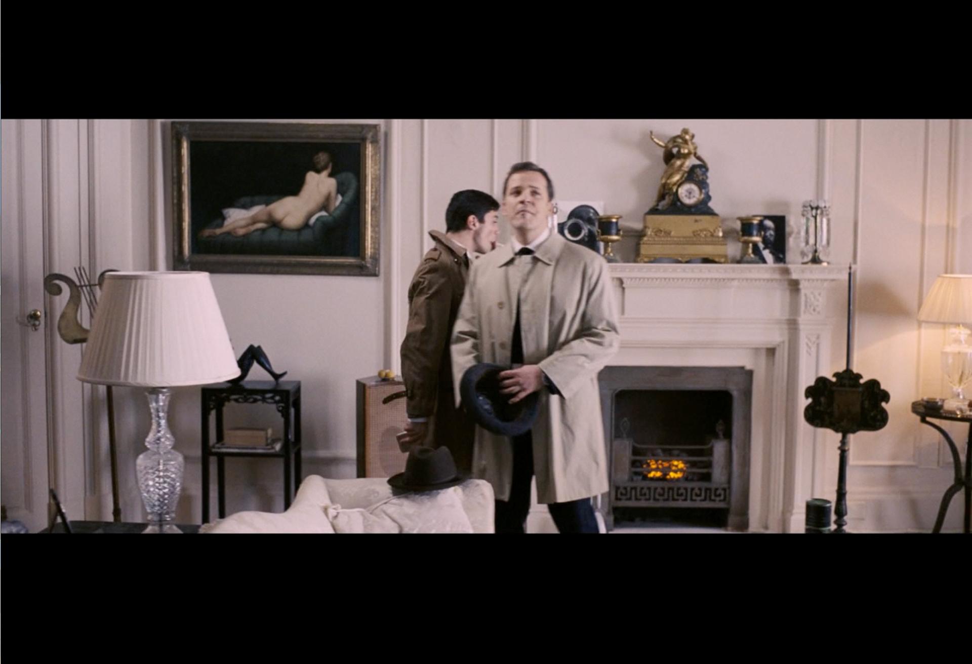 油画'绿沙发'被用于英国电影'教育'的场景2009