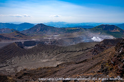 阿蘇中岳山上より砂千里ヶ浜と中岳火口を望む