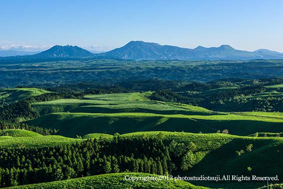 久住高原より阿蘇五岳を望む