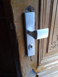 Sicherheitsbeschlag-Wechsel bei einem Haustor in Wien 1040