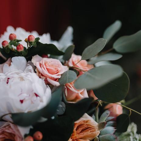 Photography: Justin Palmer Venue: Sassafras Vinyards Florals: Zuzu's Petals