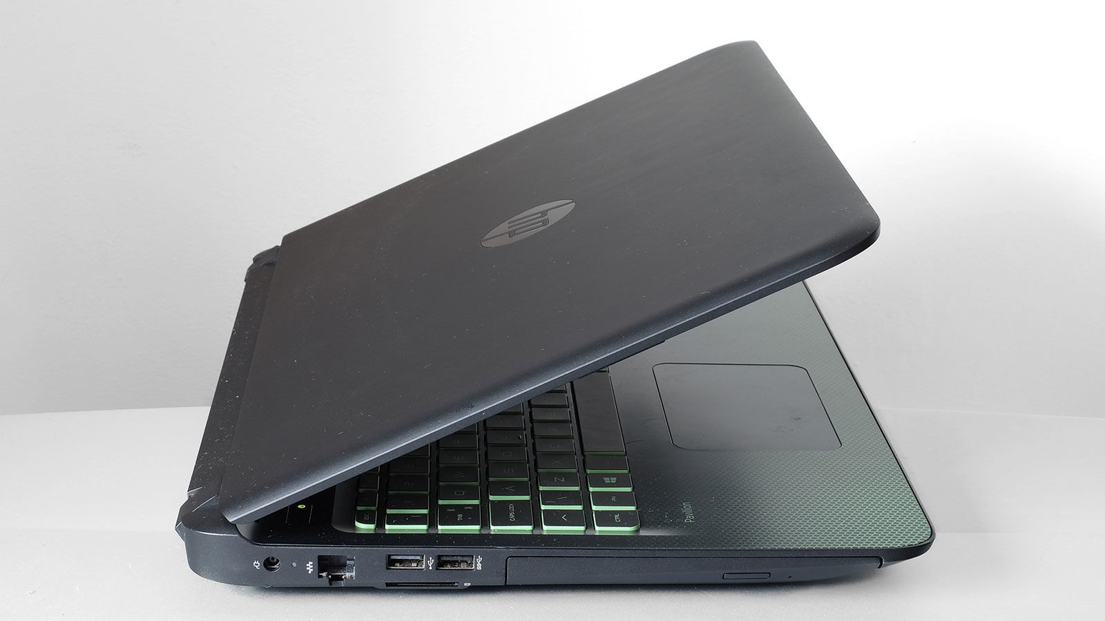 hp-pavilion-gaming-review-side-left