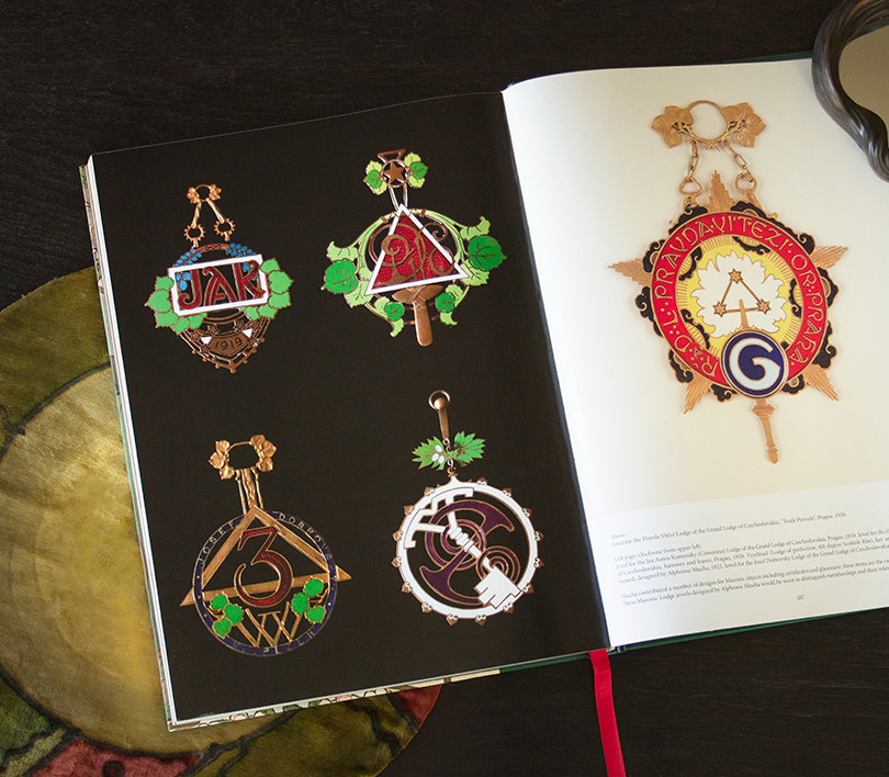Previously unpublished Masonic jewels photographed specifically for this volume