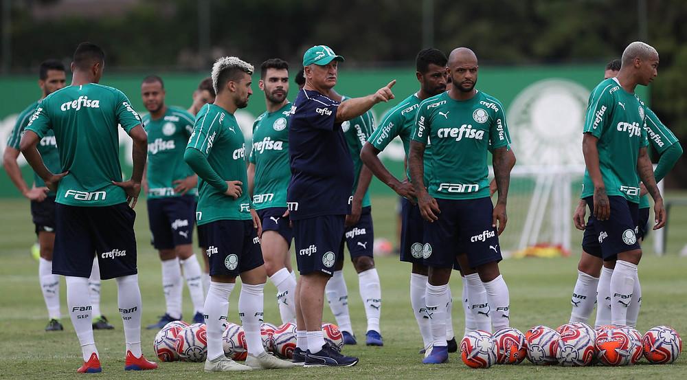 Após semana com portões fechados, Felipão muda a equipe para encarar o Bragantino. Foto: Cesar Greco/Ag Palmeiras/Divulgação