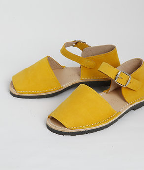 Children's buckle - saffron nubuck