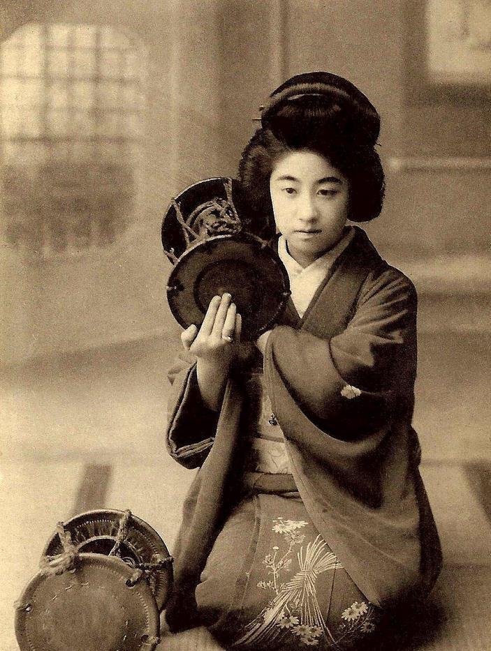 Manryu one of the most popular Geisha in