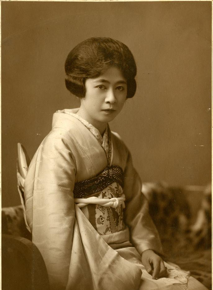 Japanese-women-in-Kimono-1930s-1.jpg