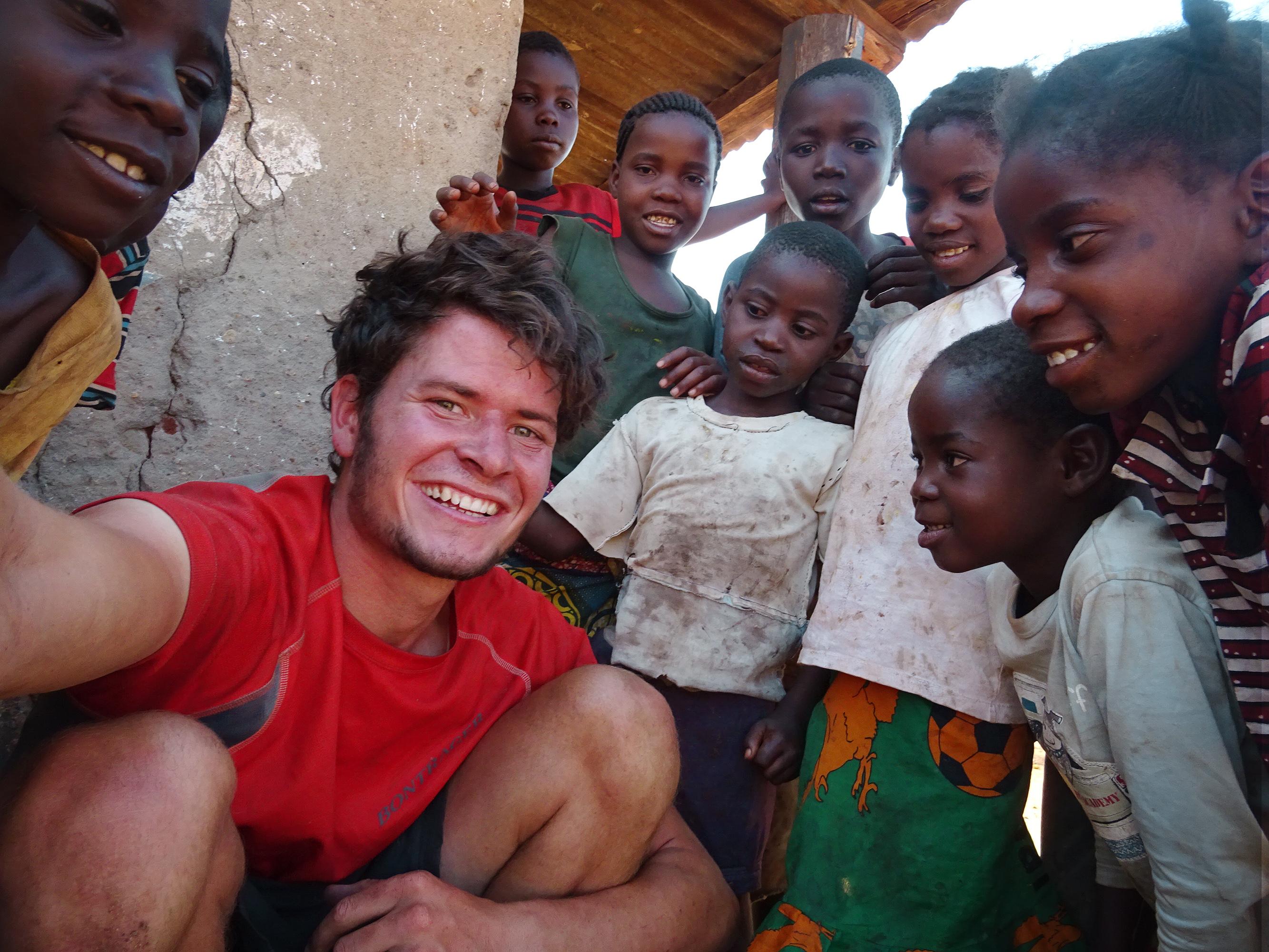 Kinder_in_Sambia_unterstützen_mich_beim