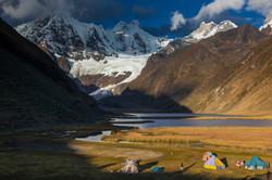 PERU_Camp_im_Jahuacocha_Tal_Cordillera_H