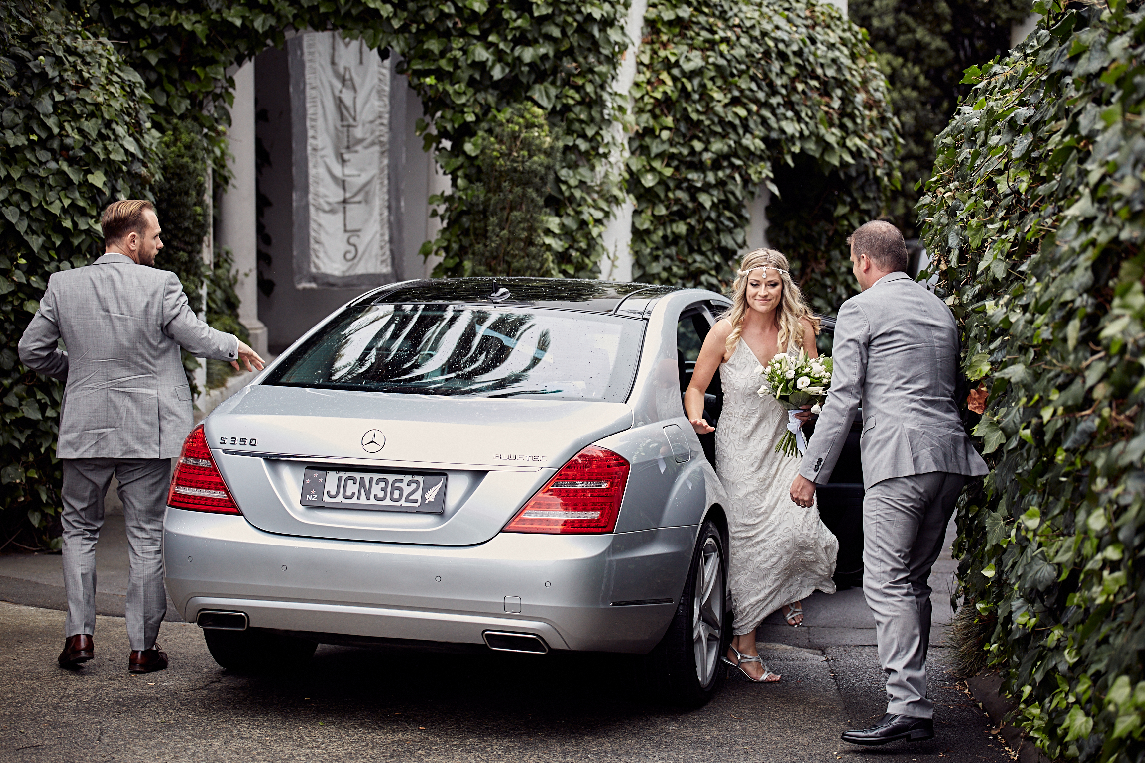 bride arrives by car