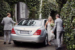 bride arrives by car