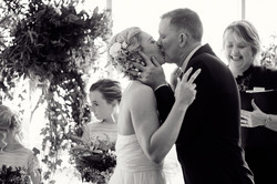 the perfect wedding kiss