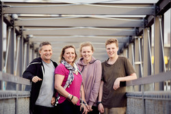 Family shoot in city