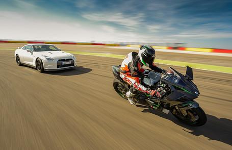 Nissan GTR y Kawasaki H2R