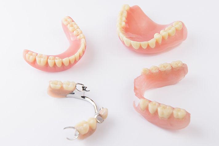 elmet-600x400_0001_dentures.jpg