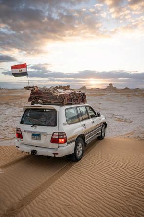 Jeep und Ausrüstung für mehrtägige Tour